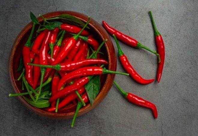 Los chiles son ricos en un antioxidante llamado capsaicina que reduce la inflamación y estimula la quema de calorías.
