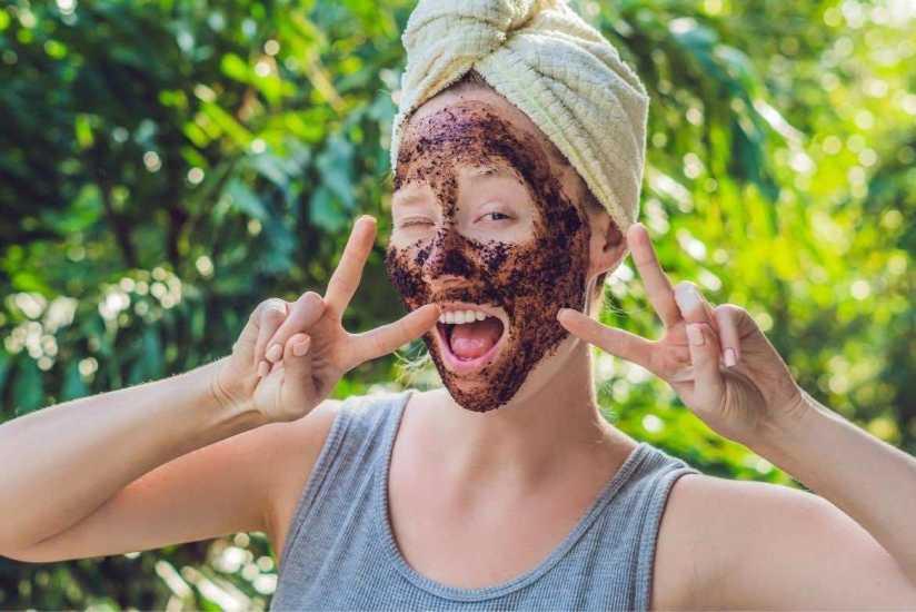 4 formas de usar el café en la piel para que luzca radiante