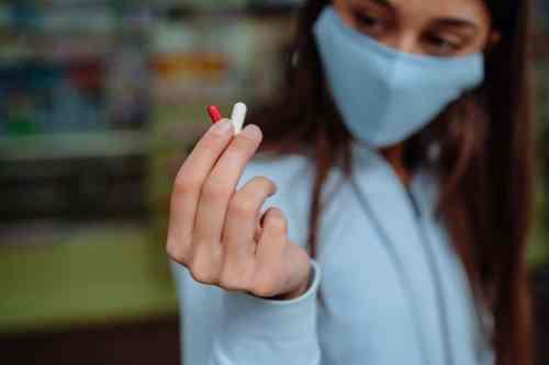 Colchicina, medicamento contra la gota reduce 44% mortalidad por Covid