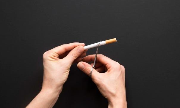 Las toxinas que aportas a tu cuerpo cuando fumas dañan el nervio óptico, promueven la degeneración macular, aumentan el riesgo de padecer uveítis y retinopatía diabética.