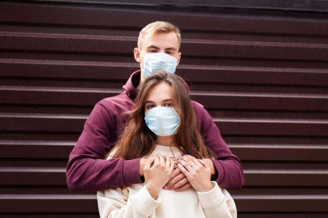Cómo abrazar durante la pandemia de Covid para evitar contagios