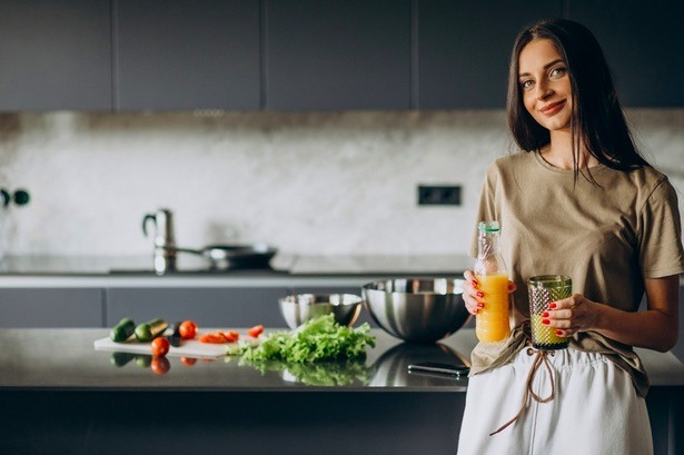 No consumir alimentos al despertar afecta el tránsito intestinal, provocando que los jugos gástricos liberen ácidos que desencadenan en gastritis