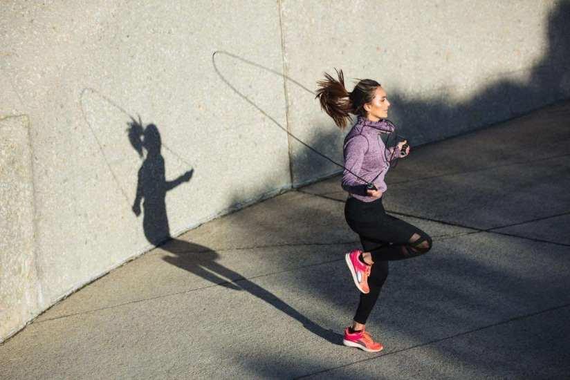 5 ejercicios con cuerda para tonificar músculos y quemar grasa