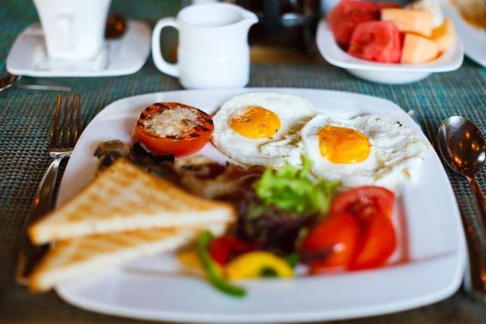 Porqué el huevo debe ser el primer alimento del día para bajar de peso