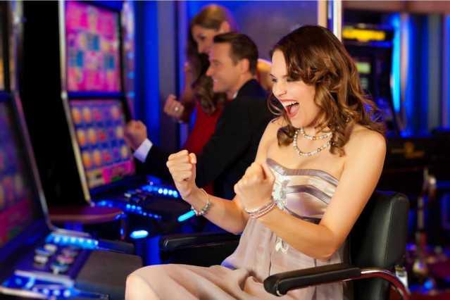 Semáforo naranja: en la CDMX reabren casinos, boliches y bares