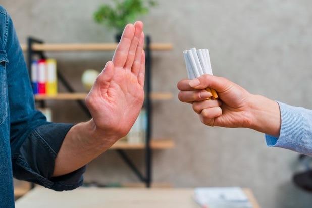 Dejar de fumar durante un periodo prolongado, puede regresar a una microbiota normal y saludable