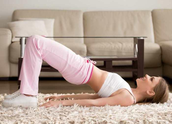 El ejercicio del puente tiene muchos beneficios, además de tonificar abdomen y glúteos, te ayuda a ser más flexible.
