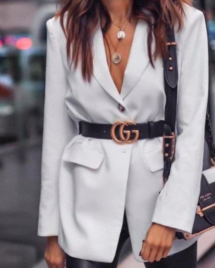 Los blazers y abrigos dan forma a tu cintura naturalmente por su estructura