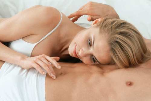 Sexo con los dedos: porqué debes cuidarte, y cómo hacerlo