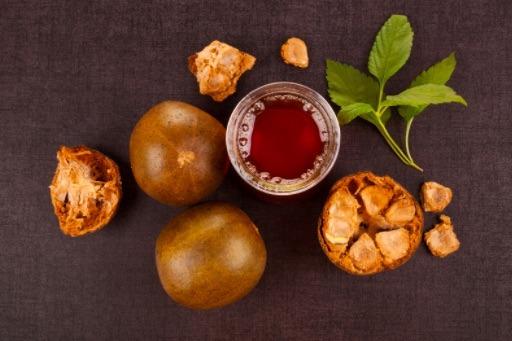 Los extractos de la fruta del monje se utilizan como sustituto de azúcar en muchos países