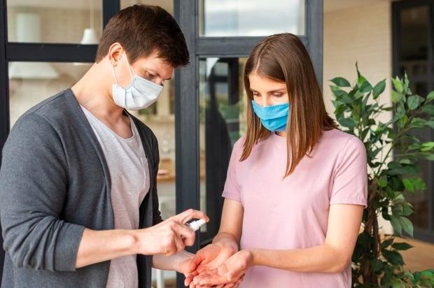 Aunque el semáforo cambie a amarillo y ya estés vacunado, debes seguir cumpliendo con las medidas de seguridad durante tu cita romántica