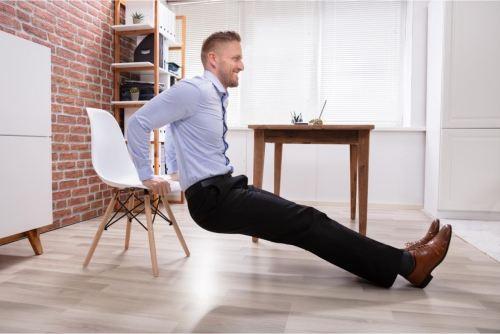 5 Ejercicios que puedes hacer en tu escritorio mientras trabajas