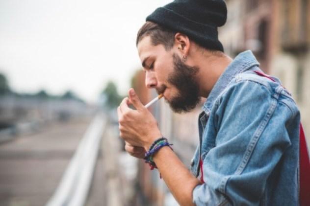 El estrés oxidativo se produce por el desequilibrio de reactivos y antioxidantes. Una de las causas es el tabaquismo