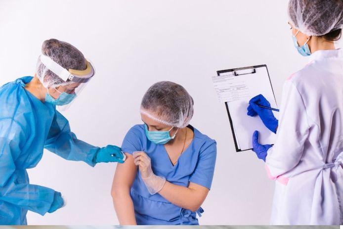 El certificado de vacunación COVID es un comprobante oficial para demostrar que una persona ha recibido la vacuna.