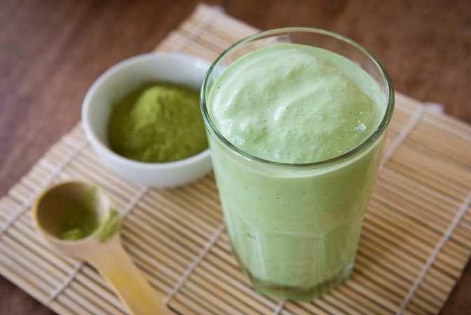 Una buena opción de alimentación para después del ejercicio es un smoothie para reponer energía y ayudar a recuperar tus músculos.