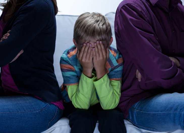Analiza la interacción con tus padres para prevenir el suicidio, el lugar donde vives, etc. y asume la responsabilidad de cortar lo que provoca las emociones negativas.