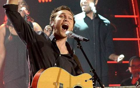 """Phillip Phillips performs """"Raging Fire"""""""