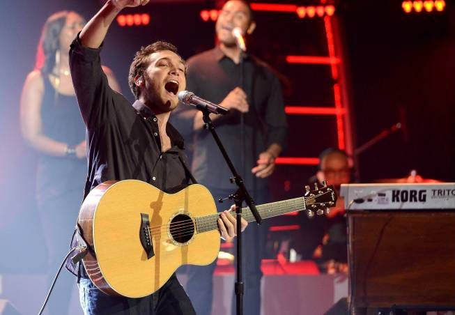 """Phillip Phillips performs """"Raging Fire"""" on Idol"""