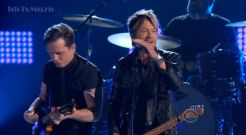 Keith Urban performs at ACM Awards 2014 01
