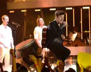 american-idol-2014-top-3-performances-alex-01