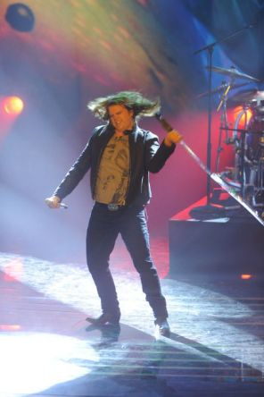 american-idol-2014-top-3-performances-caleb-03