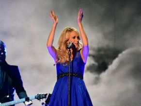 Carrie Underwood performs at the ACCAs 2014 - 02