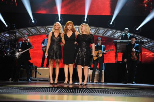 Kelly Clarkson performs at the ACCAs - 03