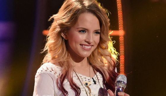 Maddie Walker performs on American Idol 2015