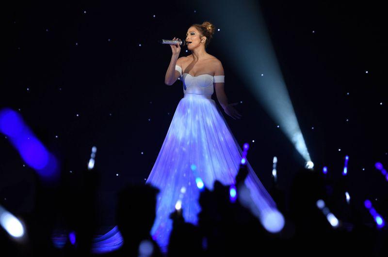 Jennifer Lopez performs on AMERICAN IDOL