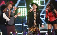 American Idol 2015 Hopefuls perform with Boy George