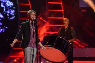Rayvon Owen performs on AMERICAN IDOL XIV Top 8