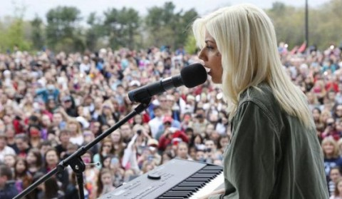 Jax performs at her American Idol hometown tour