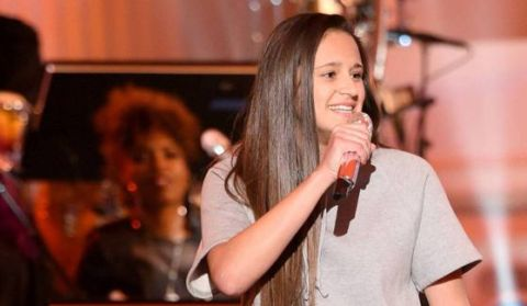 Avalon Young performs on American Idol 2016