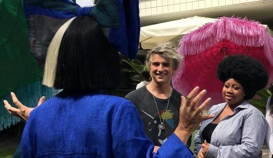 Sia mentors American Idol 2016 finalists