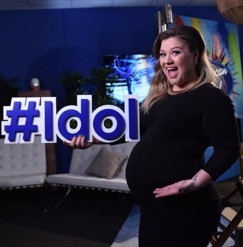American Idol winner Kelly Clarkson just a few weeks ago, ready to pop!