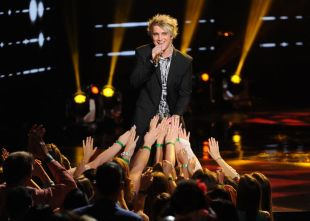 american-idol-2016-top-2-night-01-dalton-rapattoni