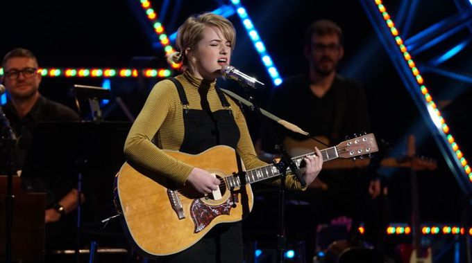 Maddie Poppe sings on American Idol 2018