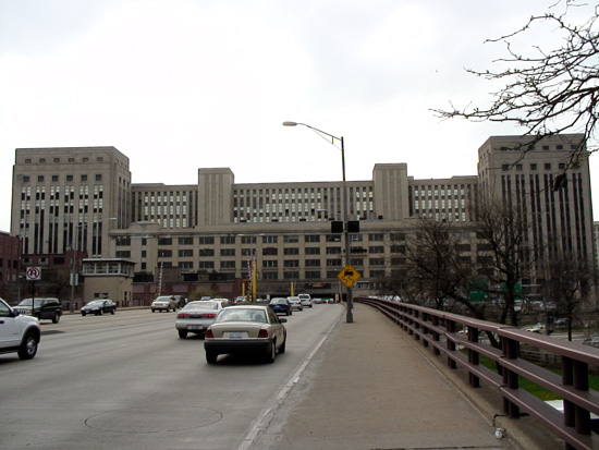 Chicago's Old Main Post Office Building (Photograph by Brianbobcat via Wikimedia Commons)