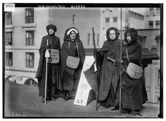 Women en route to the suffrage parade (Courtesy Library of Congress)