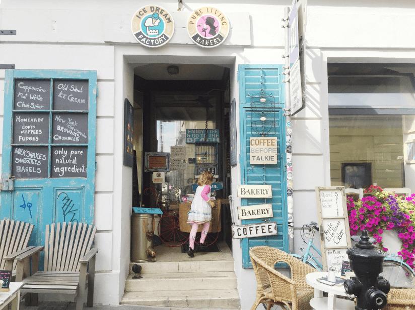 pure living bakery vienna austria