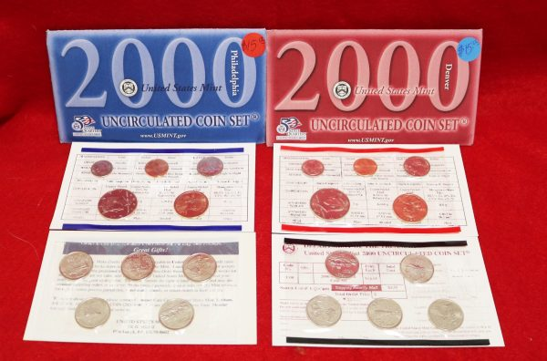 2000 Mint Coin Set front view