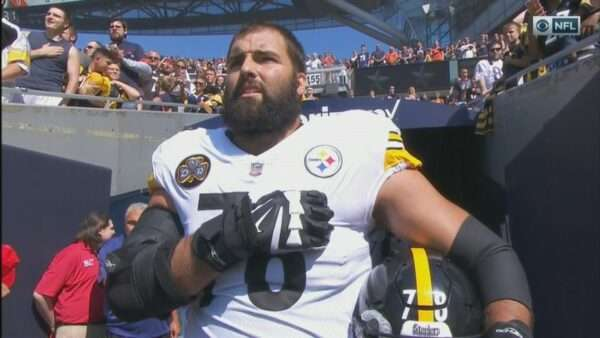 20170924115936 1 600x338 - NFL player, Army Ranger veteran Alejandro Villanueva is only Steeler to be on field for US national anthem; rest stay in locker room (VIDEO)