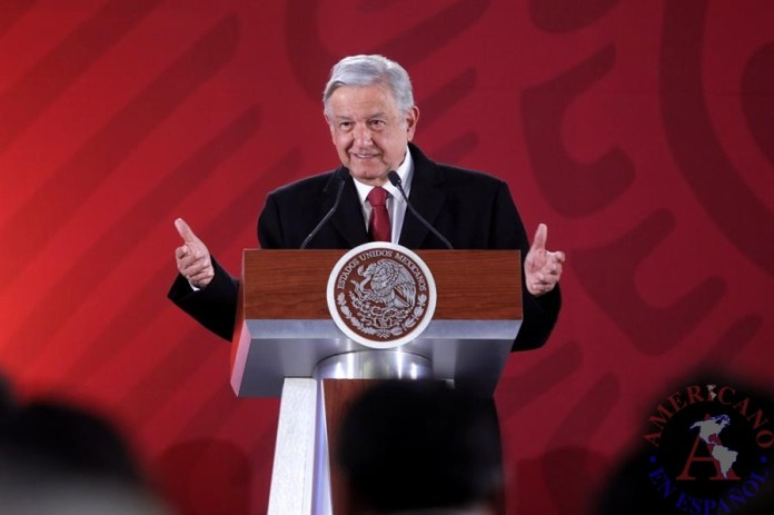 El presidente de México, Andrés Manuel López Obrador, habla durante su rueda de prensa matutina en el Palacio Nacional en Ciudad de México (México). EFE/Sáshenka Gutiérrez/Archivo