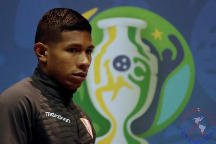 El jugador de Perú Edison Flores
