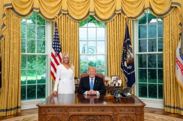 trump an bondi in the oval office