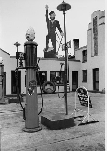 Paul Bunyan Atop Gas Station. Bemidji, Minnesota. September, 1939. Photo by John-Vachon