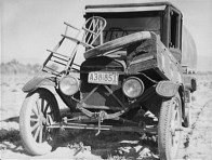 Car of Texas drought refugee family. Arrived in California 1937. Photo by Dorothea Lange.