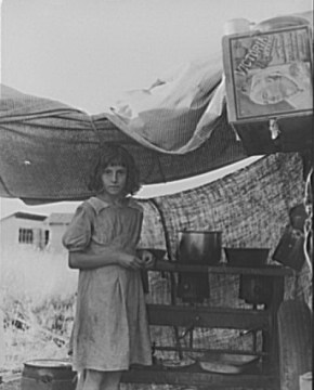 Migrant Child in Bean Pickers Camp. Oregon, 1939. Photo by Dorothea Lange.