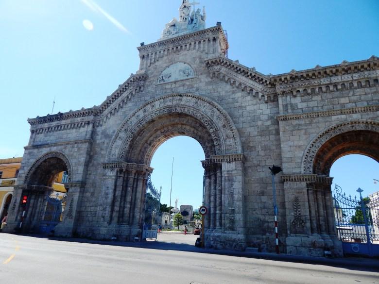 Entry to Cementerio de Cristóbal Colón