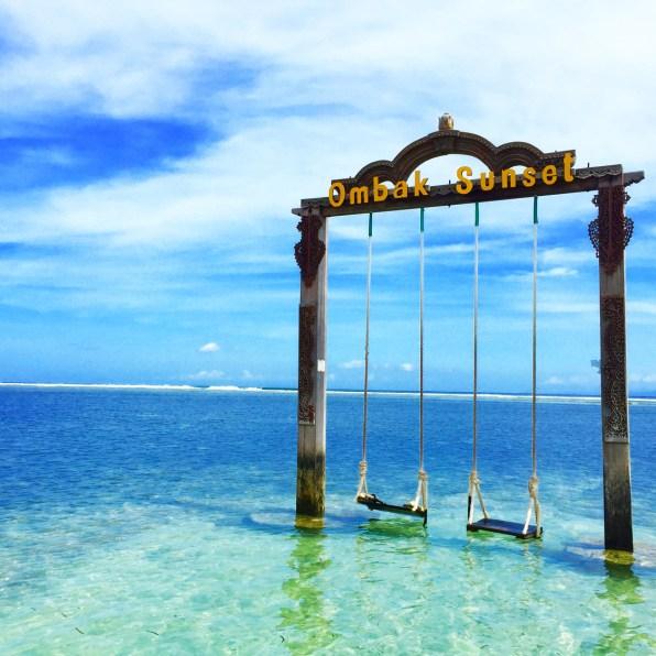 Ombak Sunset Swing Gili Trawangan Lombok Indonesia